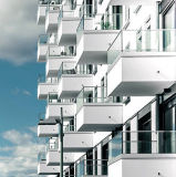 De Partij van het Traliewerk van het Glas van het balkon zet het Ontwerp van de Balustrade van het Profiel van het Kanaal van U op