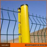 安全裏庭は金網の塀デザインを溶接した