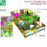 De kinderen gebruikten de BinnenApparatuur van de Speelplaats (BJ-KY36)