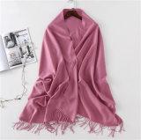 L'alta qualità elegante scalda lo scialle e la sciarpa guarniti del cachemire