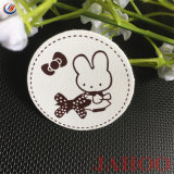 Contrassegno adorabile del cuoio dell'unità di elaborazione del coniglio del fumetto per vestiti