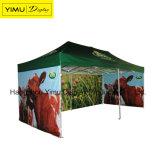 Im Freienzeltgazebo-faltendes Zelt knallen oben Kabinendach