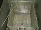 レストランによって揚げられている鶏機械圧力フライヤー
