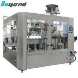 プラスチックびんの炭酸飲料のびん詰めにする機械