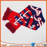 Мягкий и удобный связанный шарф на зима