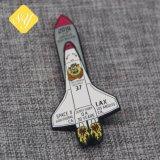 Distintivo a forma di stella di Pin del risvolto del metallo dello smalto su ordinazione di marchio