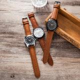 De Polshorloges van de Manier van het Horloge van het Kwarts van de Mens van het Embleem van de douane voor Mensen (wy-17014D)