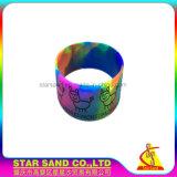 Colore di turbinio di modo la maggior parte dei braccialetti di gomma popolari del silicone del Wristband di Debossed