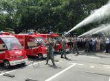 2 пожарной машины места электрических с цистернами с водой
