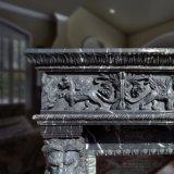 Lareira em mármore negro a Mantel com cabeça de leão e design Pegasus