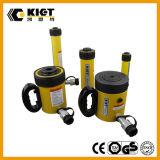 Un cilindro idraulico a semplice effetto da 55 tonnellate