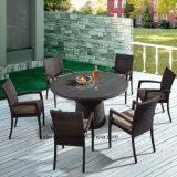 Открытый синтетический плетеной мебели в саду за круглым столом с председателем объединения в стек с помощью отеля или место для отдыха (YTA362-1&Заработано с начала года121)