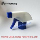 Pulverizador de gatilho de plástico no jardim