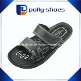 Pistone nero della spiaggia della cinghia di cuoio del sandalo