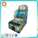 O divertimento interno a fichas caçoa a máquina de jogo do basquetebol da arcada