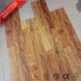 8mmの12mm木製の穀物の輸出入の積層物のフロアーリング