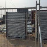 電流を通された管および網パネルの携帯用一時塀のパネル