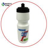 На велосипеде/велосипедов/спортивный велосипед многоразовые бутылки пластиковые бутылки питьевой воды