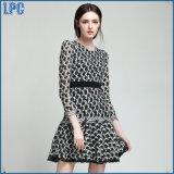 Выполненное на заказ платье способа с поясом шкафута для платья