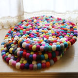 Coasters naturais de Trivets da esfera de feltro do círculo