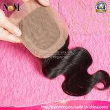 fechamento baixo de seda peruano do cabelo humano do Virgin da onda do corpo 4X4 com cabelo do bebê