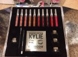 Праздничный выпуск Kylie Jenner Kit с Lipgloss + Lipliner + Cream Shadow + Lip Kit