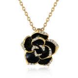 ローズの花の形の吊り下げ式のNeckalceのラインストーンの吊り下げ式の金のネックレスの女性の宝石類