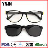 A alta qualidade relativa à promoção UV400 de Ynjn possui os óculos de sol do ímã do logotipo (YJ-2117)