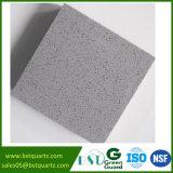 Pietra di superficie solida grigio-chiaro popolare del quarzo