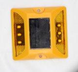 Carré rouge en plastique de couleur jaune LED goujon de la route de lumière solaire