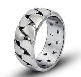 広の明るい銀製のカップルのリングのステンレス鋼