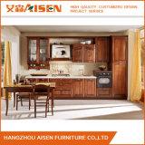 Armadio da cucina di legno della noce classica lineare di figura con il portello di vetro