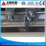 O indicador de alumínio e a estaca principal dobro da porta viram