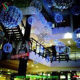 Centro Comercial de navidad decoración colgando la chispa de luz de la bola