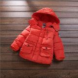 子供の衣服のためのボタンダウンの男の子の綿のジャケット