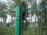 Cerca del acoplamiento soldado del poste del melocotón