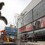 Supermercato chiaro della struttura d'acciaio con il disegno moderno