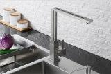 クロム終わりの正方形の旋回装置の台所コックの流し水蛇口