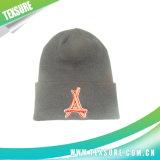 Sombrero del invierno del bordado/casquillo hechos punto gorrita tejida abofeteados de acrílico (056)
