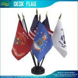Personalizado de poliéster Economía Mini bandera de la tabla de plástico (B-NF09P04008)