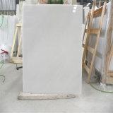 Parti superiori di marmo bianche del controsoffitto & di vanità della stanza da bagno della Cina