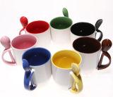 La tazza di ceramica promozionale del cucchiaio con il marchio ha personalizzato