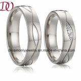 Новая полоса венчания обручального кольца золота способа для романтичных пар влюбленности