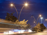 Hop DIP оцинкованных уличного освещения полюс с двойной оружия