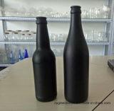 キャップ(1082年)が付いているカラーマットの黒いタイプ330mlのガラスビール瓶