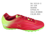 Trois chaussures du football de taille d'hommes d'unité centrale de couleurs