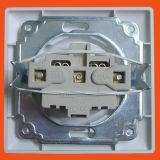 Электрические розетки в европейском стиле и заземляющий 2p+T французского типа