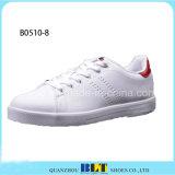 Zapatos blancos de los hombres de color de la manera