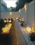 확성기를 가진 옥외 정원 사암 조각품 입방체 손전등