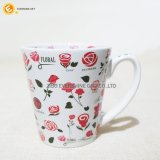 Caneca de café cerâmica branca de Decaled da flor vermelha